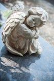 Облицеванная статуя ангела в кладбище Стоковые Изображения