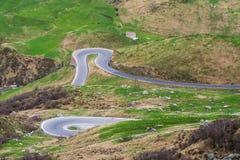 Обматывая дорога пропуска в Швейцарии Стоковая Фотография