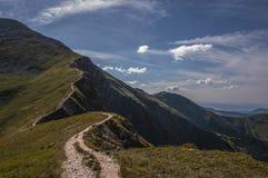 Обматывая след к саммиту западного Tatras Стоковые Фотографии RF