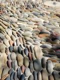 Обматывая pebbled путь стоковые фото