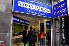 Обмен денег стоковые изображения