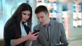 Обмен информацией деловыми партнерами сток-видео