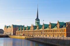 Обмен старого запаса вдоль канала в Копенгагене, Дании стоковые изображения rf