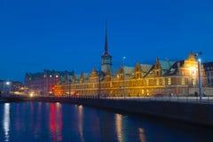 Обмен старого запаса на ноче в Копенгагене, Дании стоковая фотография rf
