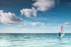 Обмотайте серфер на спокойном океане на Северном море Стоковые Фотографии RF