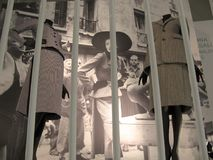 19 обмундирований за пятьдесят на выставке истории моды Стоковое Изображение RF