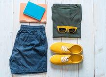 Обмундирования ` s людей вскользь путешественника, летнего отпуска стоковая фотография