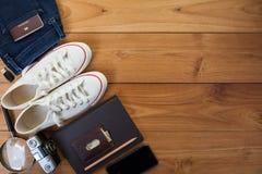 Обмундирование путешественника, студента, подростка, молодой женщины или парня Стоковое фото RF