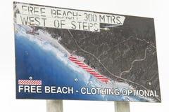 Обнажённый знак пляжа стоковые изображения