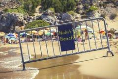 Обнажённый знак 3 пляжа стоковое фото rf
