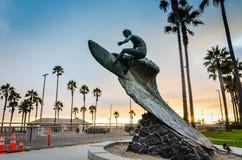 Обнажённый парень - нагая статуя серфера - Huntington Beach, CA Стоковое Фото