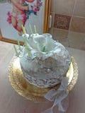 Обнажённый торт с пионом и girandole сахара белыми зелеными Стоковое Фото