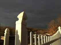 Обнесенный забором за темными небесами Стоковое Изображение