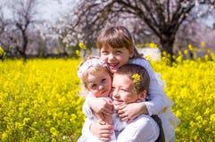 Обнимать детей Стоковое фото RF