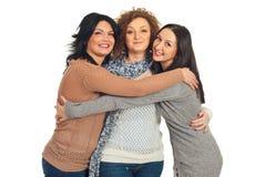 обнимать женщин друзей Стоковая Фотография