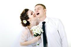 Обнимать пар свадьбы, Стоковая Фотография RF