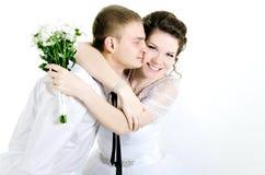 Обнимать пар свадьбы, Стоковые Фотографии RF