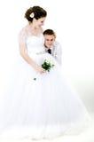 Обнимать пар свадьбы Стоковые Изображения
