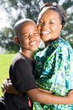 обнимать сынка мати Стоковые Фото