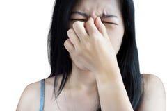 Обнюхайте симптом боли в женщине изолированной на белой предпосылке Clipp стоковые фото