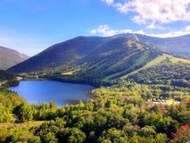 Обозите взгляд лета озера отголоск стоковое фото rf