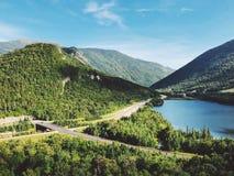 Обозите взгляд лета озера отголоск стоковое изображение