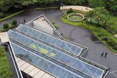 Обозите стеклянную крышу с окошком в дожде Стоковые Фотографии RF