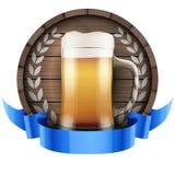 Обозначьте бочонок бочонка пива с стеклом и лентой пива Стоковые Изображения RF