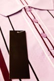 обозначьте людей новой рубашкой s Стоковая Фотография