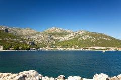 Обозревать Адриатическое море, Средиземное море в Далмации Стоковые Фото