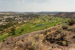 Обозревая поля для гольфа озер луг в Prineville, Орегоне стоковое изображение rf