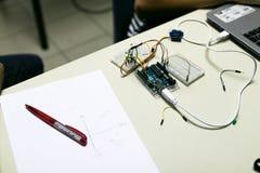 Обойдите вокруг для сервомотора построенного для воспитательных целей Progr стоковое фото