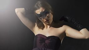 Обольстительная женщина брюнет видеоматериал