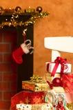 оборачивать подарков на рождество Стоковые Фотографии RF