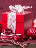 Оборачивать подарки на рождество Стоковые Изображения