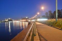 Оборона Obukhov набережной на ноче стоковая фотография rf