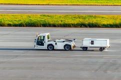 Оборудование авиаполя для транспорта питьевой воды для воздушных судн Стоковое Изображение RF