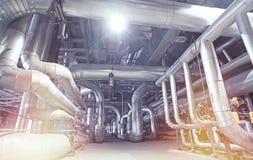 Оборудование, кабели и тубопровод как найдено внутри современного industr Стоковые Изображения
