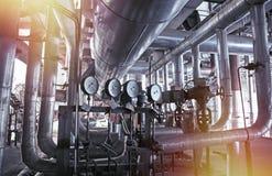 Оборудование, кабели и тубопровод как найдено внутри современного industr Стоковая Фотография RF