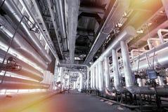 Оборудование, кабели и тубопровод как найдено внутри современного industr Стоковые Фотографии RF