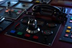 Оборудование моста Контроль bowthruster 360 градусов Нерезкость : Мост грузового корабля стоковое фото rf