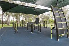 Оборудование тренировки обеспеченное свободно в местных парках Стоковое Изображение