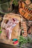 Оборудование звероловства и свежее мясо оленины Стоковая Фотография RF