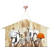 Оборудование инструмента дома и руки поднимая diy против wo Стоковые Изображения