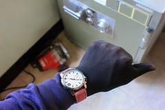Оборудование и инструменты руки крадя сейф Стоковое фото RF