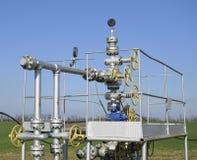 Оборудование и технологии на месторождениях нефти Нефтяная скважина Стоковые Фотографии RF