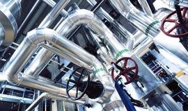 Оборудование, кабели и тубопровод как найдено внутри современного industr Стоковая Фотография