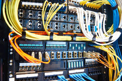 Оборудование комнаты сервера стоковое фото rf