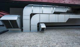 Оборудование кондиционера на современном здании Стоковые Изображения