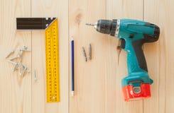 Оборудование на деревянной предпосылке стола Стоковые Фотографии RF